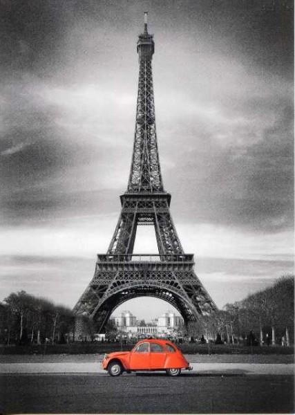 Tour Eiffel et 2 CV rouge