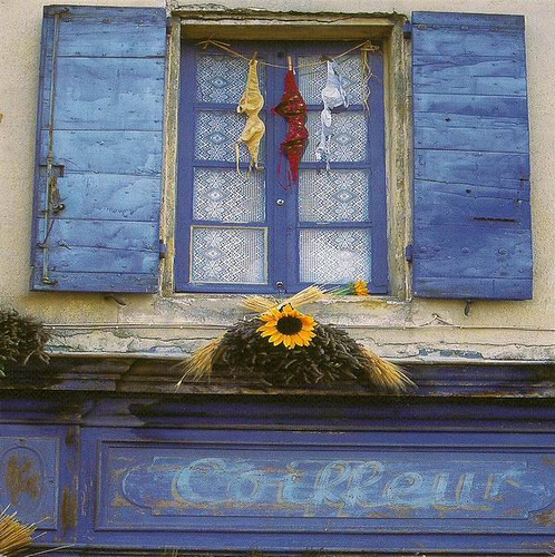 au-dessus-de-la-boutique-du-coifffeur-photo-de-julien-lautier