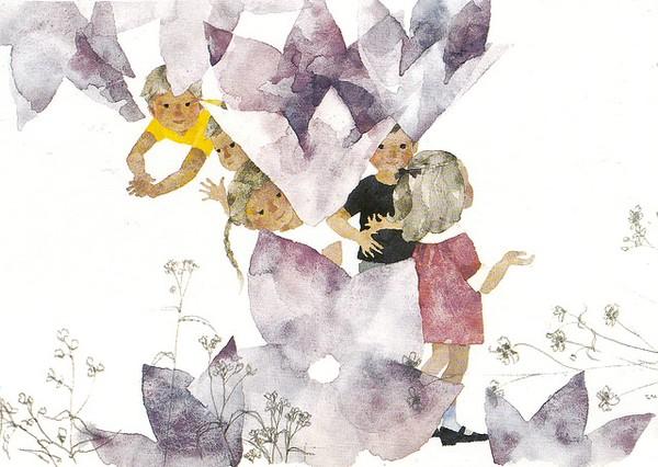 Enfants et fleurs-clochettes